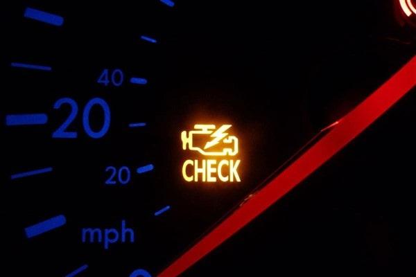Nếu đèn check engine sáng, bạn hãy thử đánh giá lọc gió động cơ.