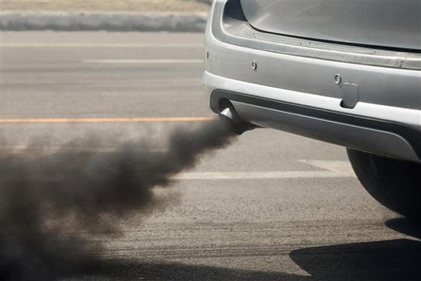 Khói đen bốc ra từ ống xả cũng mang thể là dấu hiệu cho thấy bạn buộc phải đánh giá lọc gió động cơ.
